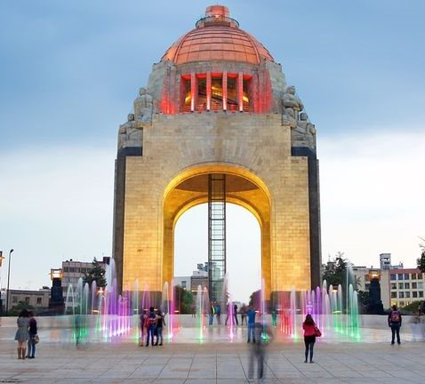 The world's tallest Arc de Triomphe is in Mexico