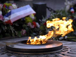 Arc de Triomphe facts: The flame of remembrance at Arc de Triomphe