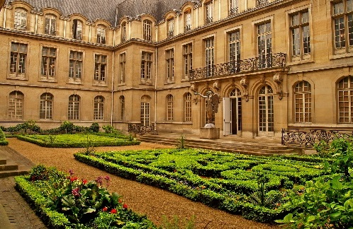 Carnavalet Museum is housed in Hotel Carnavalet