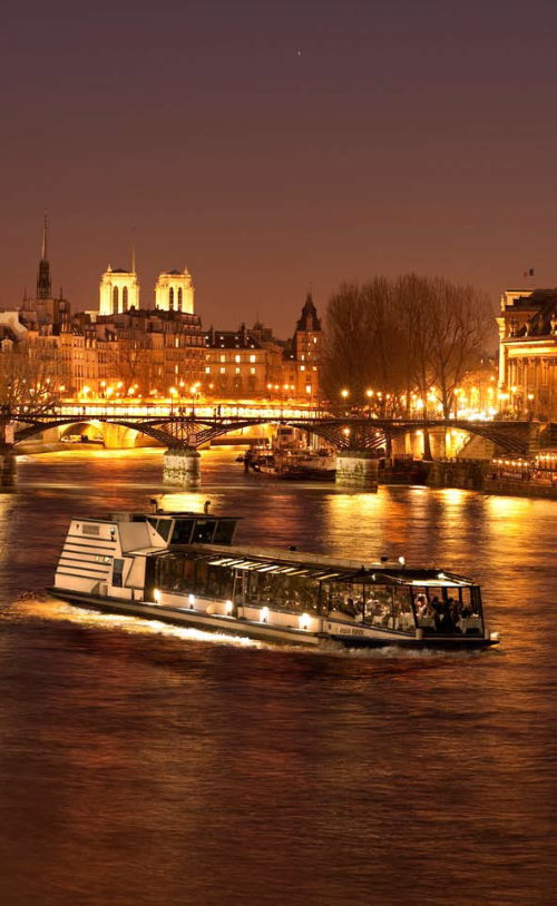 New Year' Eve dinner cruise in Paris