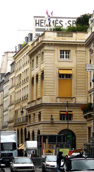 Faubourg Saint Honore. Top fashion stores in Paris.