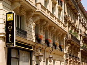 Paris hotels near Champs Elysees: Hotel Bradford Elysees