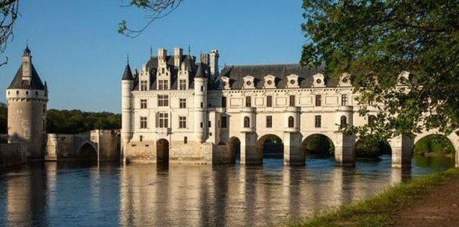 how to get to loire valley