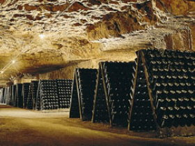 Loire Castles and Wine Tours: a wine cellar