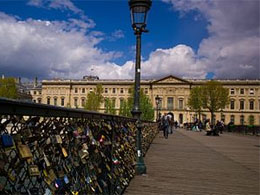 Love locks on Passerelle des Arts