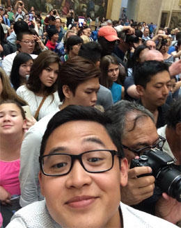 The crowd in front of Mona Lisa