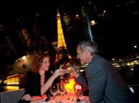 A Dinner cruise is the most romantic evening in Paris