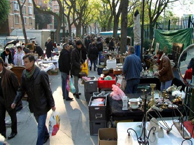 Paris Flea Market in Saint-Ouen. Facts. Access. Metro.