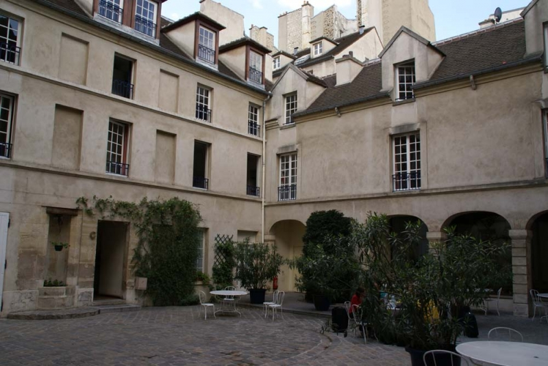 hostels paris:
