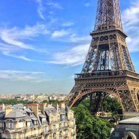 Eiffel tower in paris visit shopping restaurants hotels for Hotels around eiffel tower