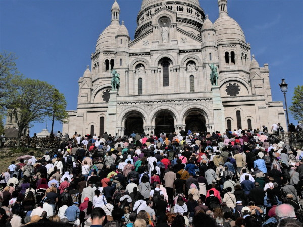 Way of the cross to Sacré-Coeur