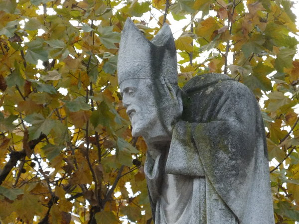 Statue of Saint-Denis wearing his head in Montmartre