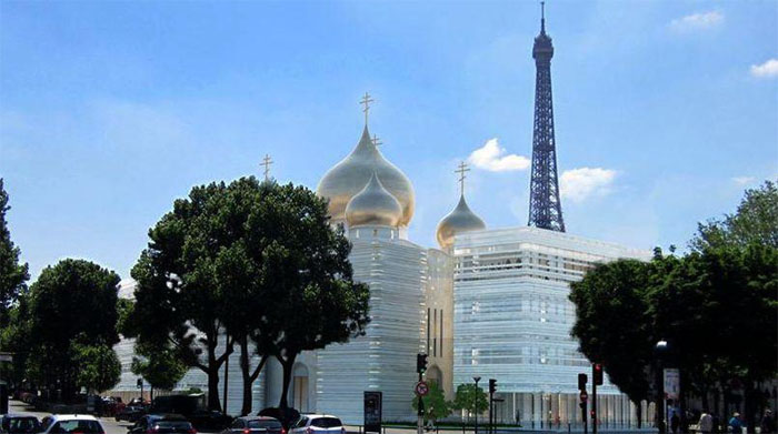The new Orthodox Trinity Cathedral is close to the Eiffel Tower