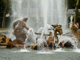 Versailles Palace: fountain in Versailles Park